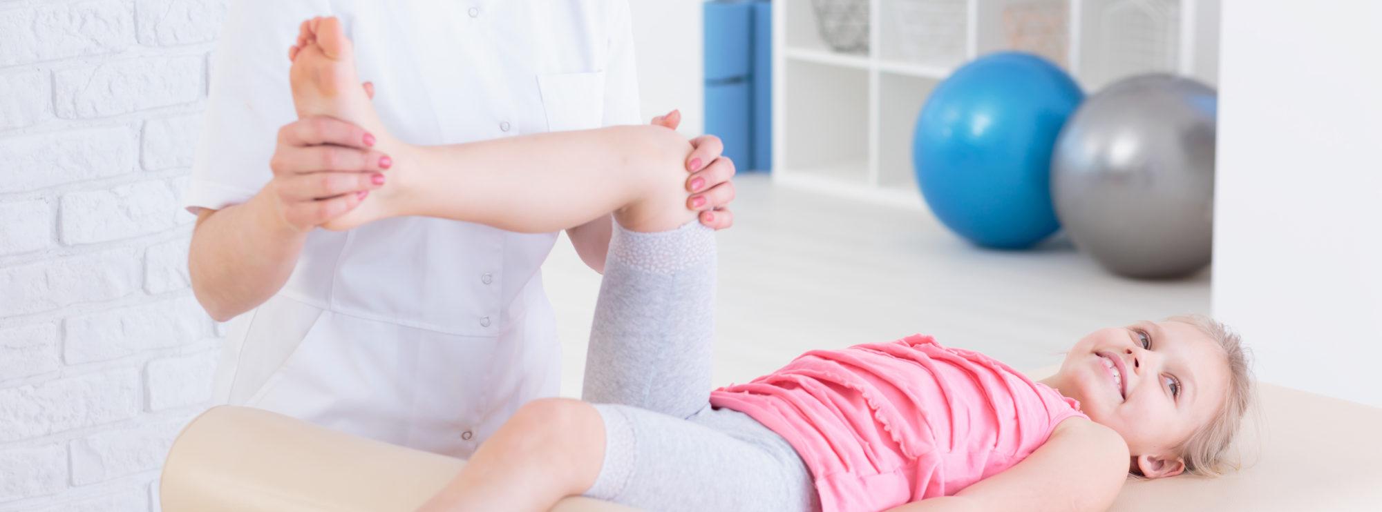 Rehabilitacja dziecka prowadzona przez wyspecjalizowanego fizjoterapeutę